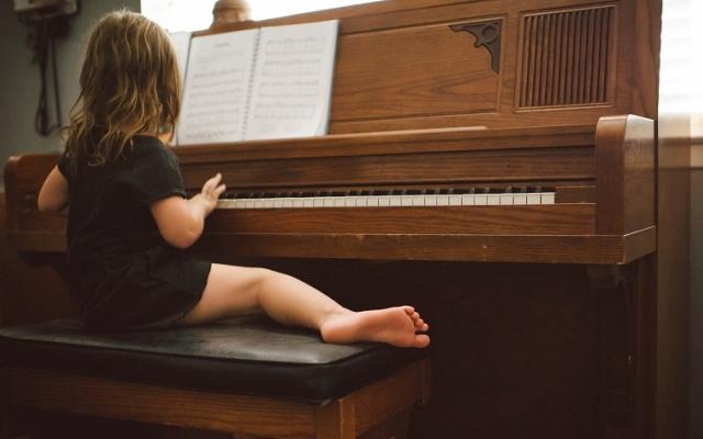 lekcje gry na pianinie od najmłodszych lat